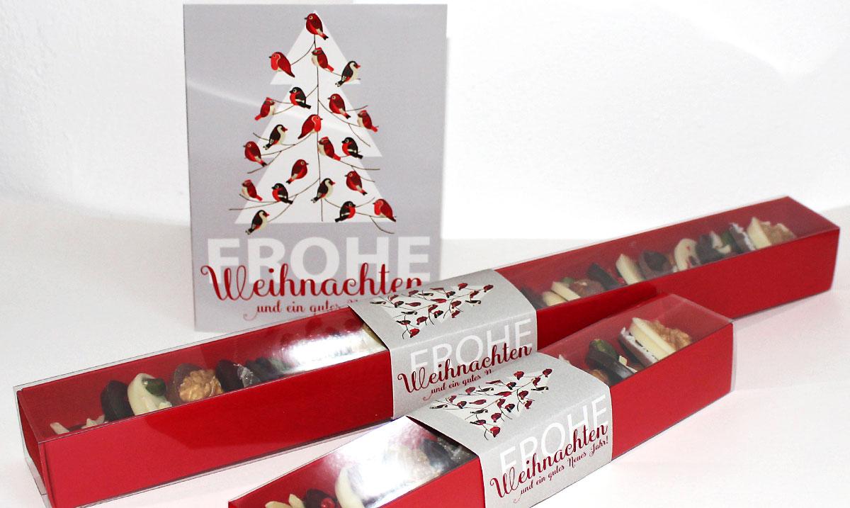 Weihnachtskarte und Schokolade